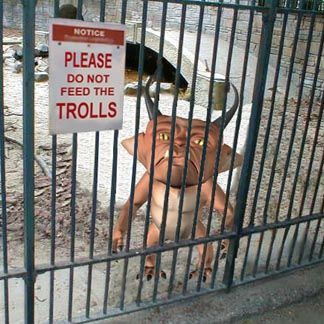 Please do not feed the trolls - Image et Meme Internet